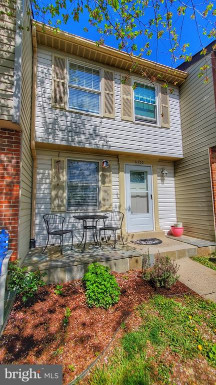 Great Townhome with many Updates and well taken Care, Finish Patio in a quiet Neighborhood with in Proximity of amenities and easy access to commute