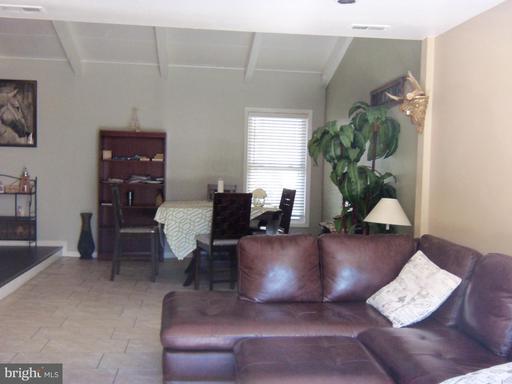 6058 Wycoff Sq Centreville VA 20120