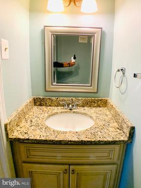 9437 Mirror Pond Dr Fairfax VA 22032