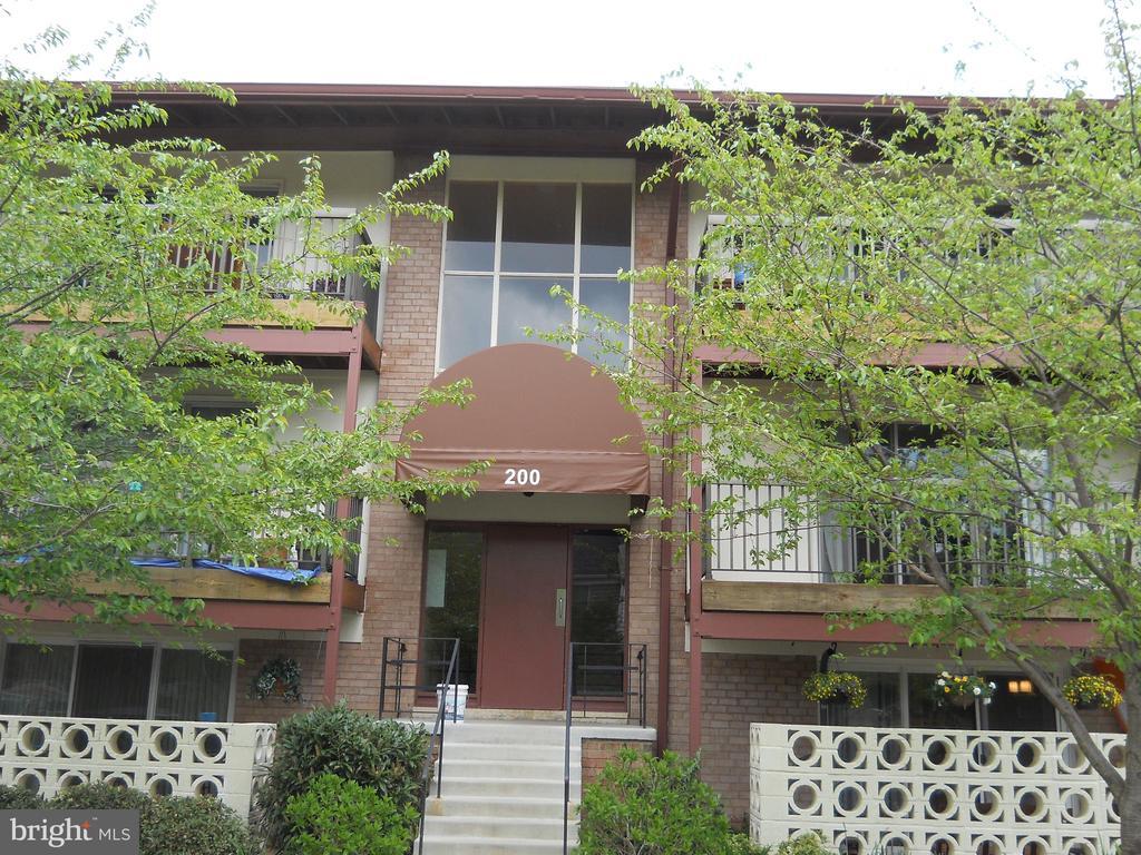 200 Park Terrace Ct SE #6