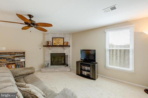 5925 Grisby House Ct Centreville VA 20120
