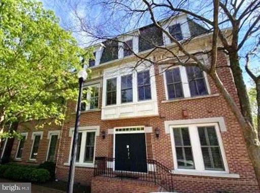 1773 Potomac Greens Dr Alexandria VA 22314