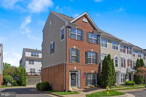 114 Meadows Ln, Alexandria, VA 22304