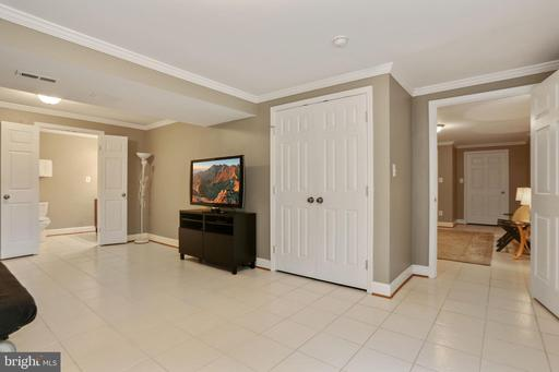 13800 Country Crossing St Chantilly VA 20151