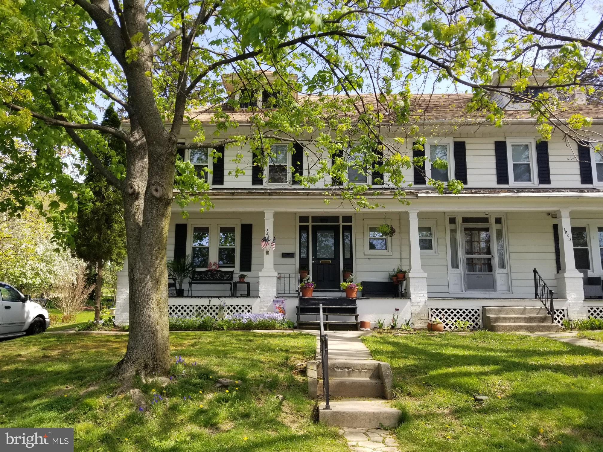 Nice St Lawrence Semi! Spacious! 3-4 bedrooms, inviting front porch, large backyard perfect for gardening!