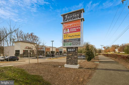 8656 Oak Chase Cir, Fairfax Station 22039