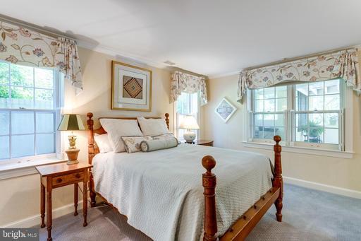 324 Mansion Dr Alexandria VA 22302