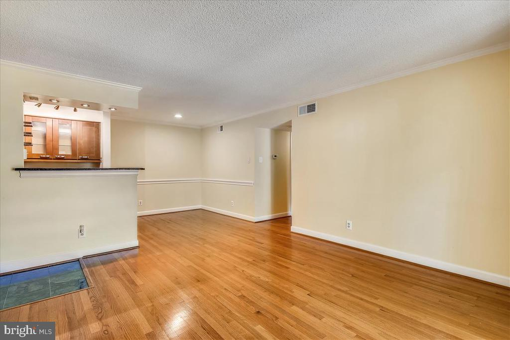 Photo of 1530 Lincoln Way #204