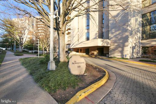 1101 S Arlington Ridge Rd #105, Arlington, VA 22202