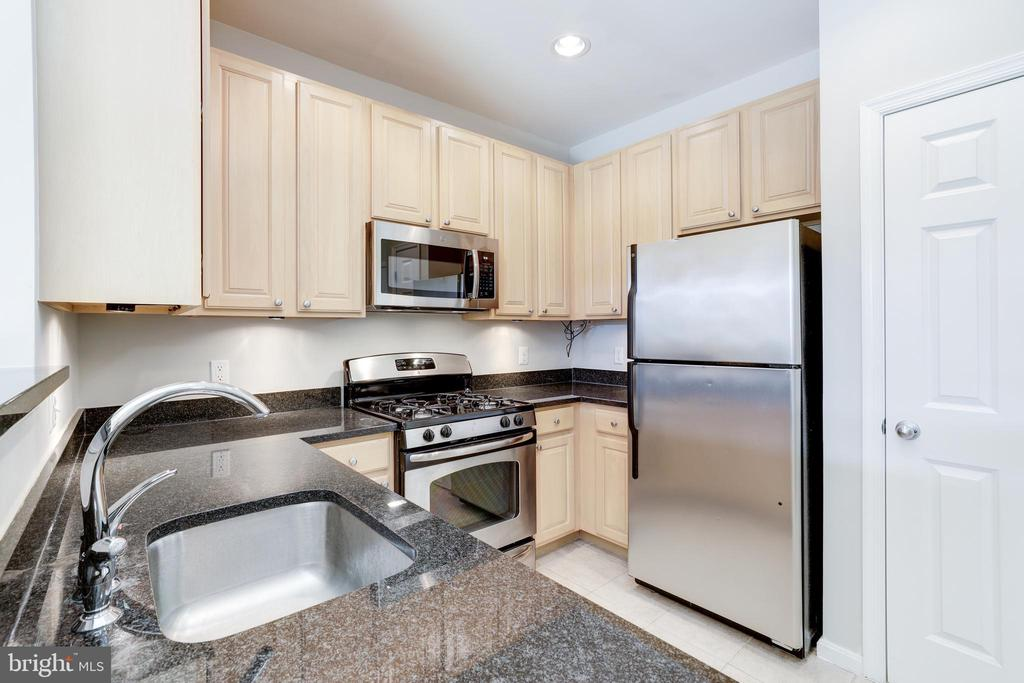 Photo of 2465 Army Navy Dr #1-304