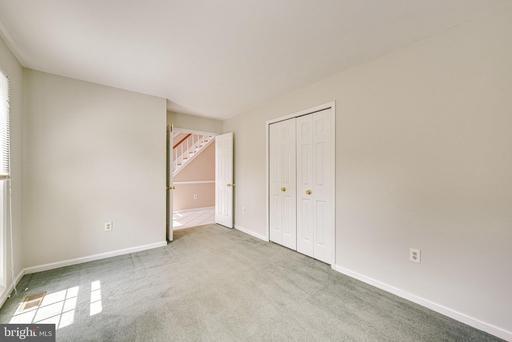 6201 Secret Hollow Ln Centreville VA 20120