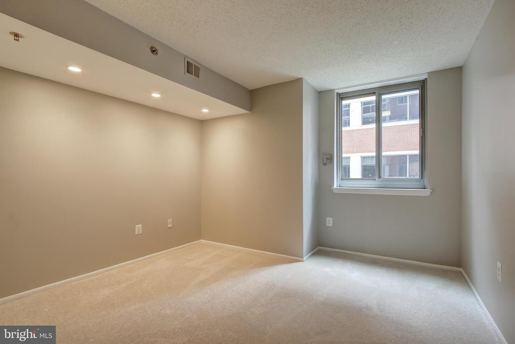 Photo of 1001 N Vermont St #307