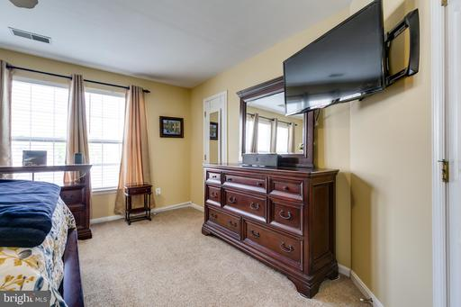 43506 Hyland Hills St Chantilly VA 20152