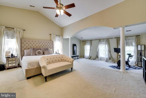 14222 Hartwood Ct Centreville VA 20121