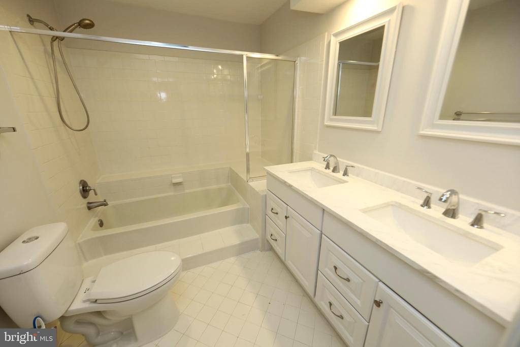 Photo of 7702 Lafayette Forest Dr #14