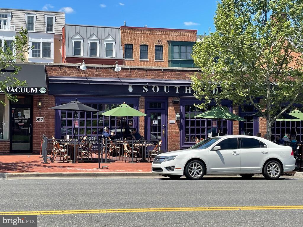 Photo of 820 S Washington St #B