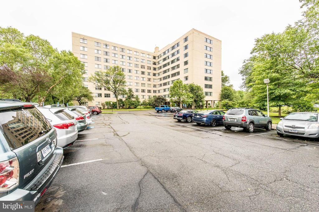 Photo of 6631 Wakefield Dr #620