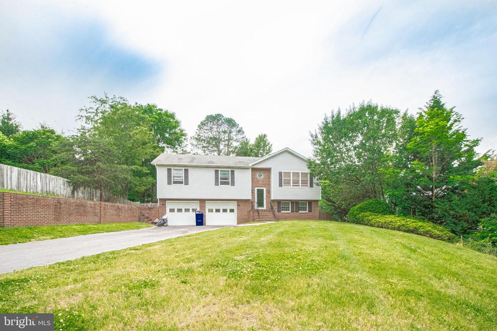 31 Colonial Dr