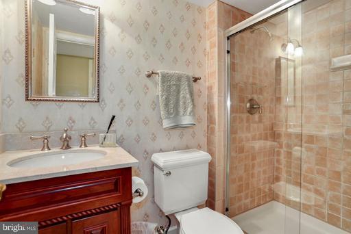13902 Castle Ct Chantilly VA 20151