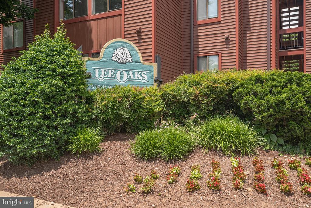2802 Lee Oaks Pl #204
