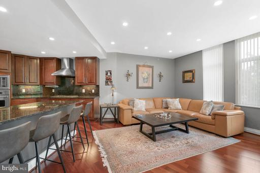 8220 Crestwood Heights Dr #204, McLean 22102
