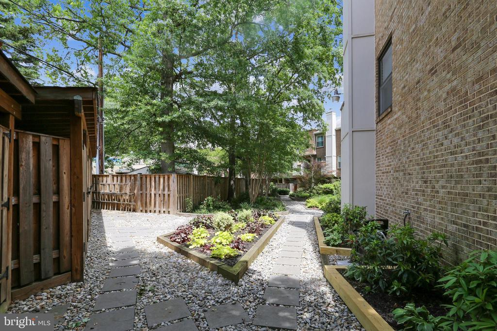 Photo of 1661 Kenwood Ave