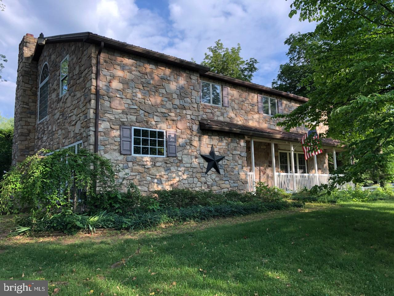 1065 EAGLE RD, NEWTOWN, PA