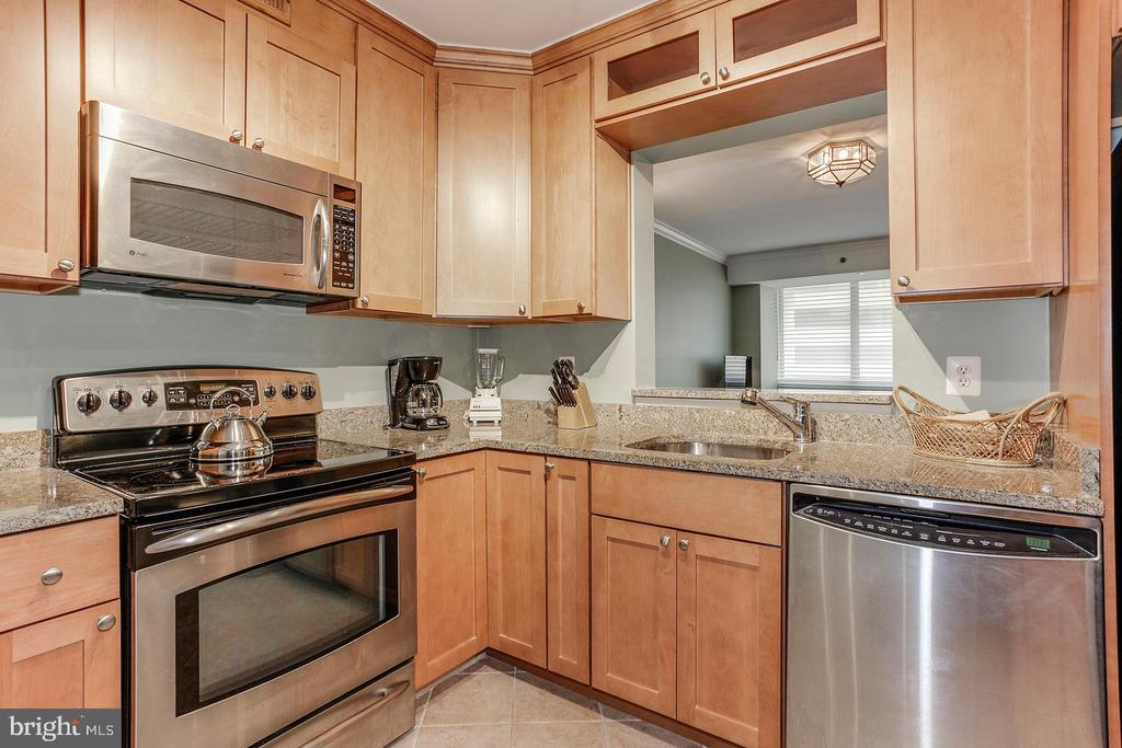 Photo of 1805 Crystal Dr #816s