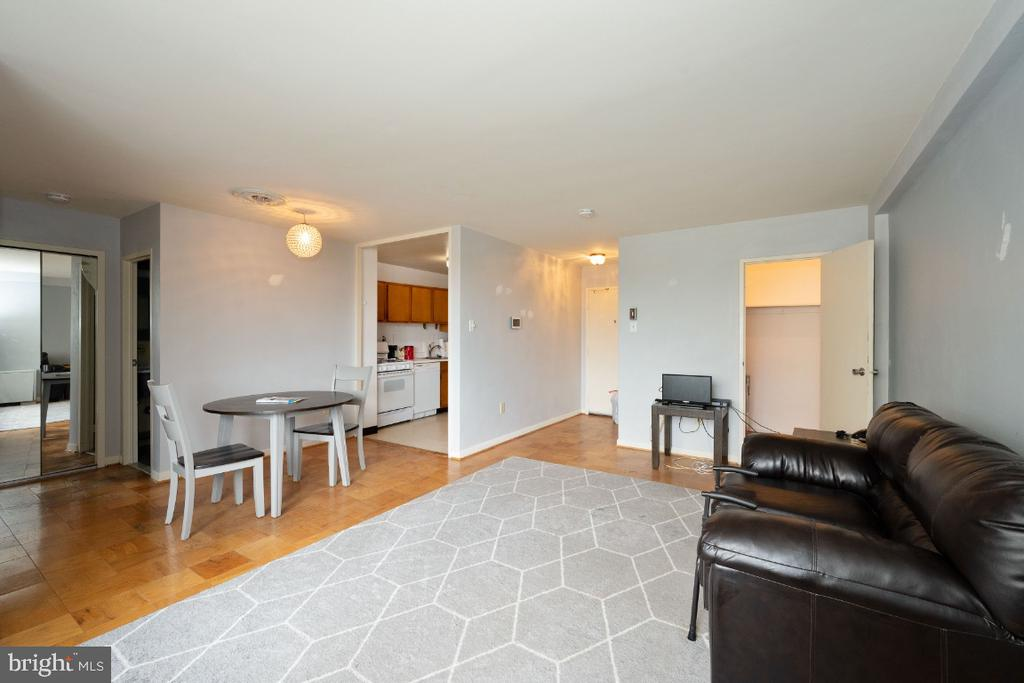 Photo of 6641 Wakefield Dr #705
