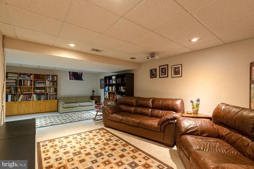 14590 Estate Dr Woodbridge VA 22193
