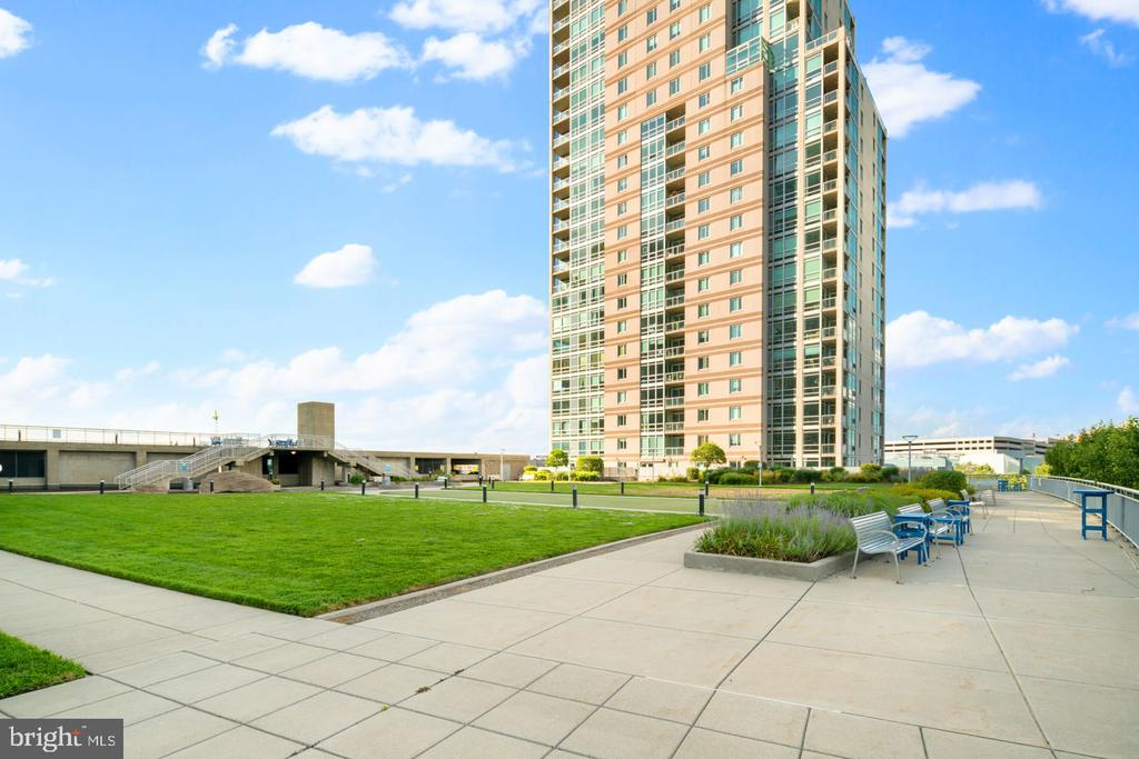 STUNNING SKYLINE + WATERFRONT VIEWS. This oversized 2100+ sq ft three bedroom, two and a half bath corner condominium with 2-CAR PARKING, PRIVATE OUTDOOR SPACE is not to be missed!  24 hour security + concierge, state-of-the-art fitness center, heated lap pool, riverfront sun deck, and Center City shuttle service. Perfectly situated between the Northern Liberties and Fishtown neighborhoods, this designer apartment at Waterfront Square is steps away from fine dining, convenient shopping, exciting night life, public transportation and easy access to major transportation corridors.