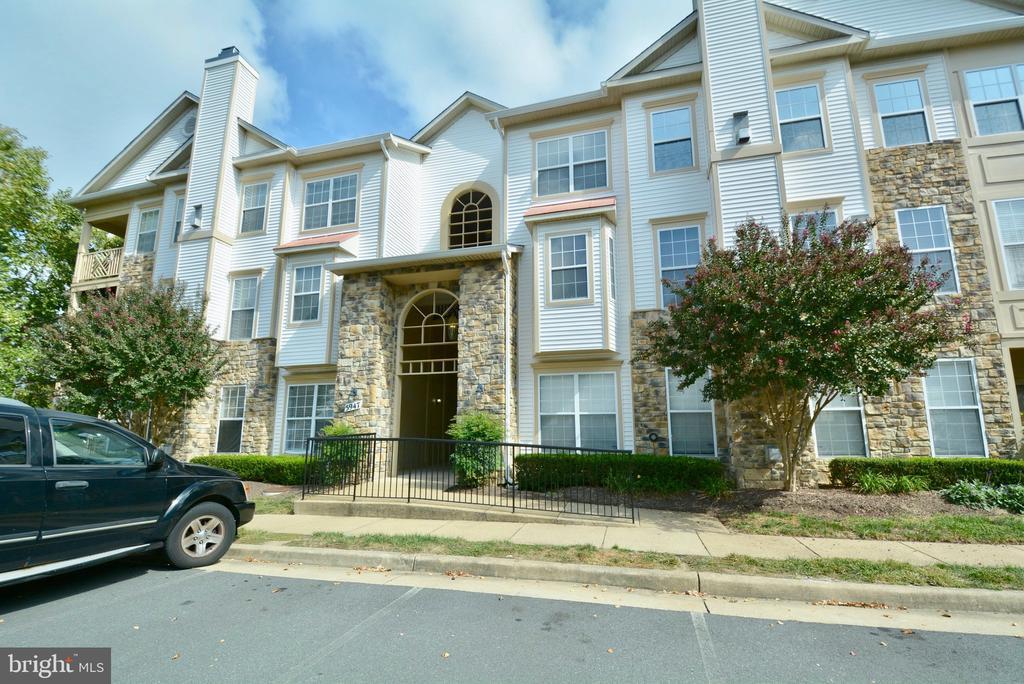5947 Founders Hill Dr #304, Alexandria, VA 22310