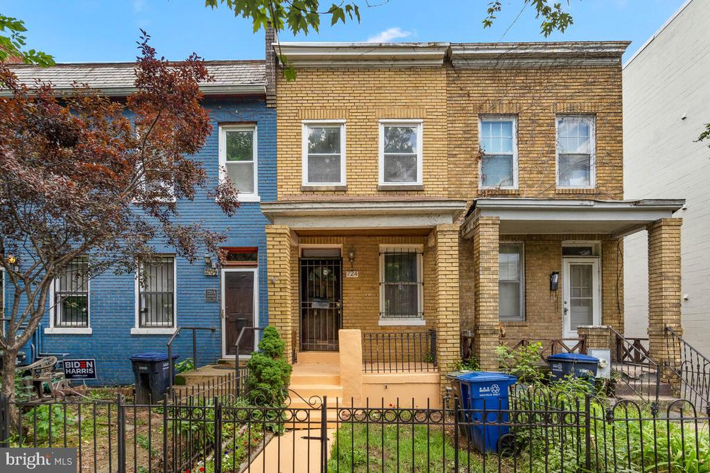 A Capitol Hill Gem. Located in a great area of the City. Move in ready or make some changes to make this your dream home!  Great space in living area and large galley kitchen with rear entrance to backyard. Two bedrooms and one and a half baths on upper level and washer and dryer room located in lower level.