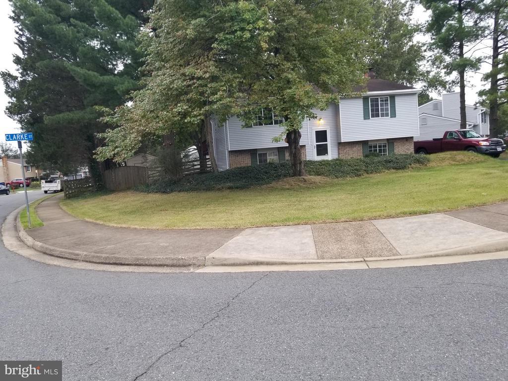 1114 Clarke St, Herndon, VA 20170
