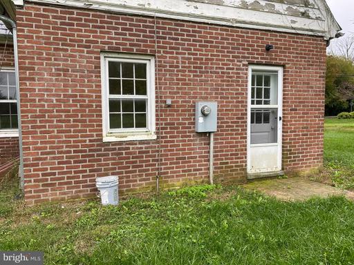8266 E Main St Marshall VA 20115