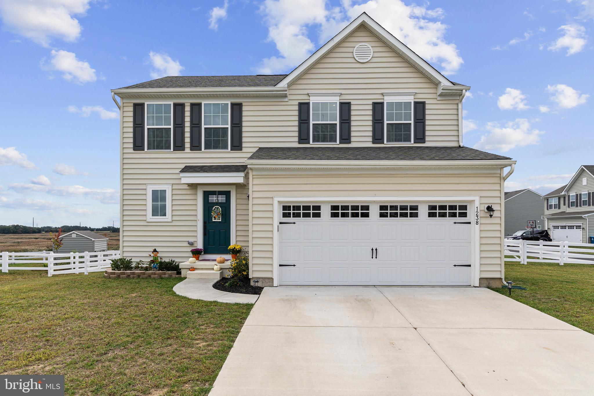 This gorgeous Sienna model will be available for showings on 10/15/2021. Schedule your showing so you don't miss out!