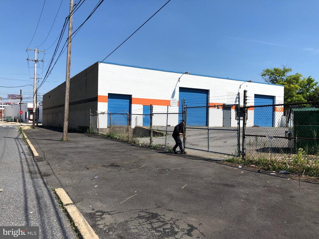 industrial ware house BASE MONTHLY RENT 14000.00 PLUS  triplex net lease.