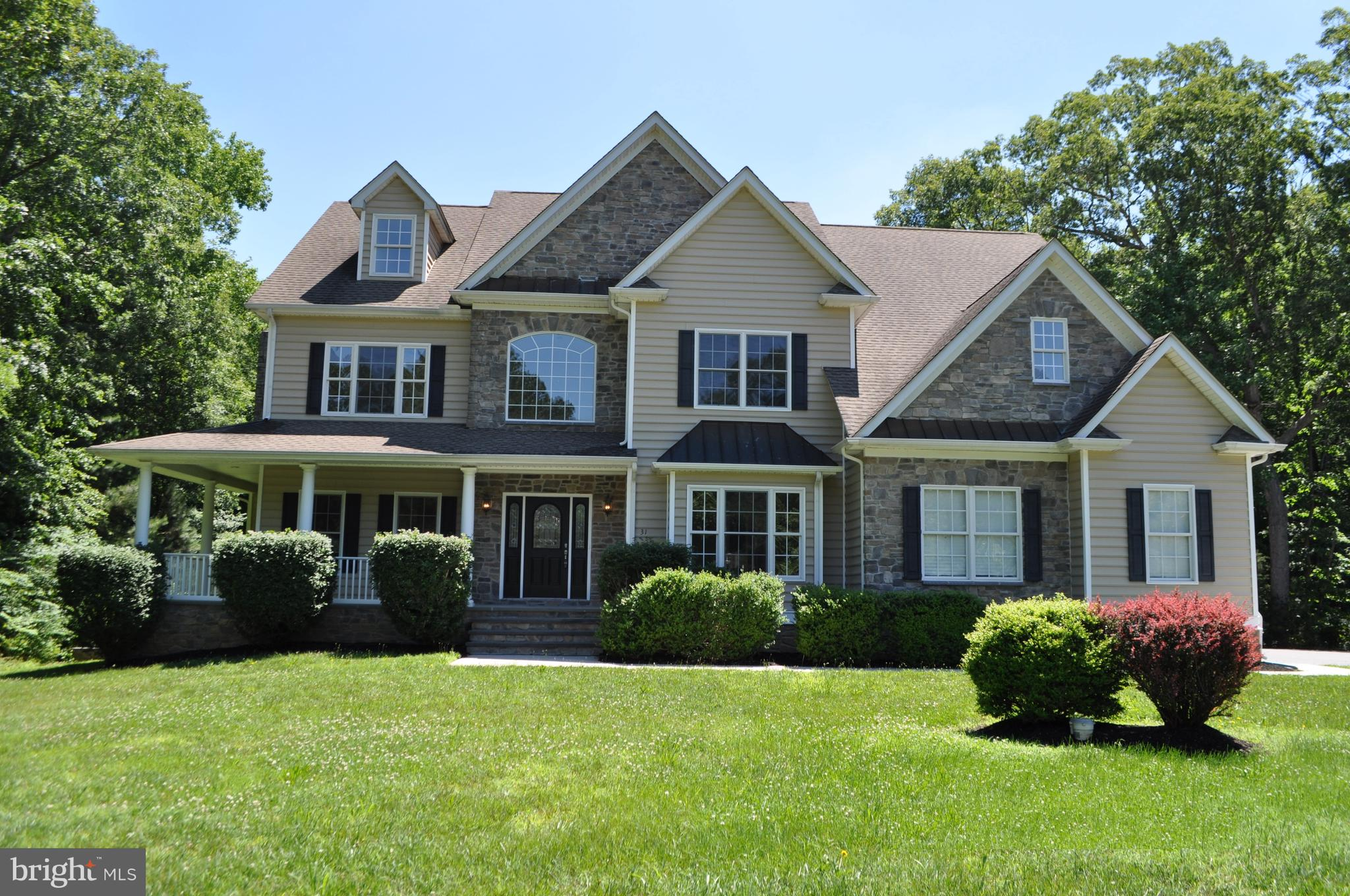 Renovated 5 BR/5 BA home with in-law suite in Hunters Run.  Owners are licensed DE Realtors.