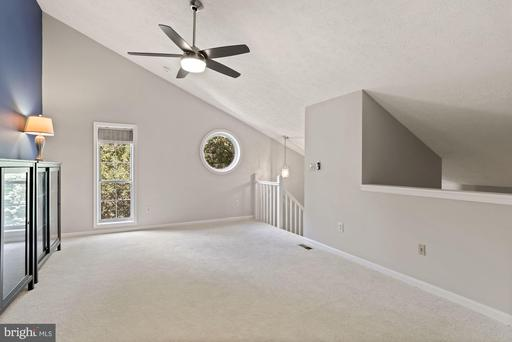 7620 Willow Point Dr, Falls Church 22042