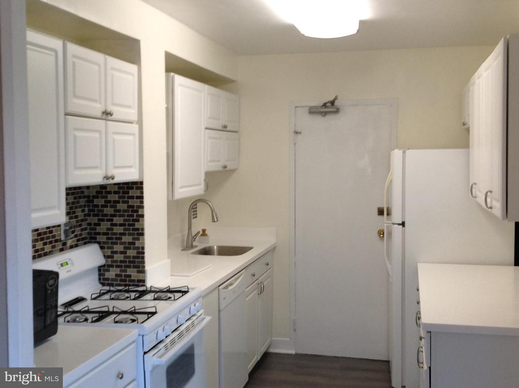 Photo of 6621 Wakefield Dr #412