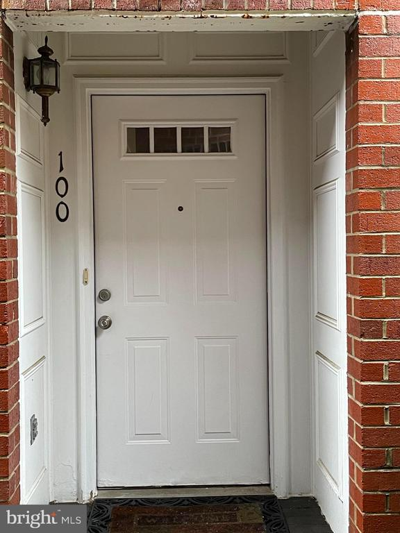 6916 Fairfax Dr #100, Arlington, VA 22213