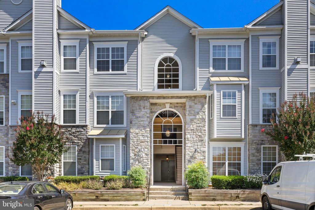 5963 Founders Hill Dr #101, Alexandria, VA 22310