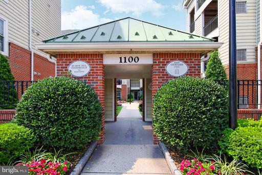 1100 Quaker Hill Dr #304