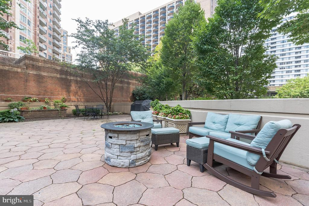 Photo of 1211 S Eads St #608