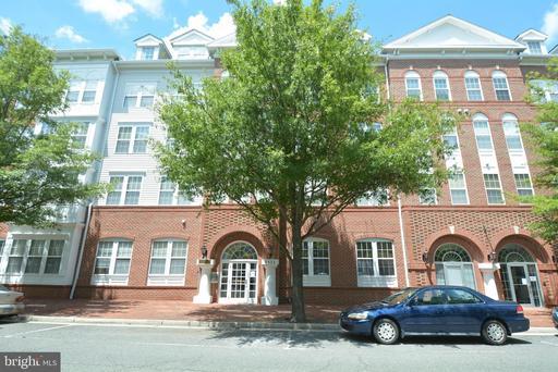 4951 Brenman Park Dr #111, Alexandria, VA 22304