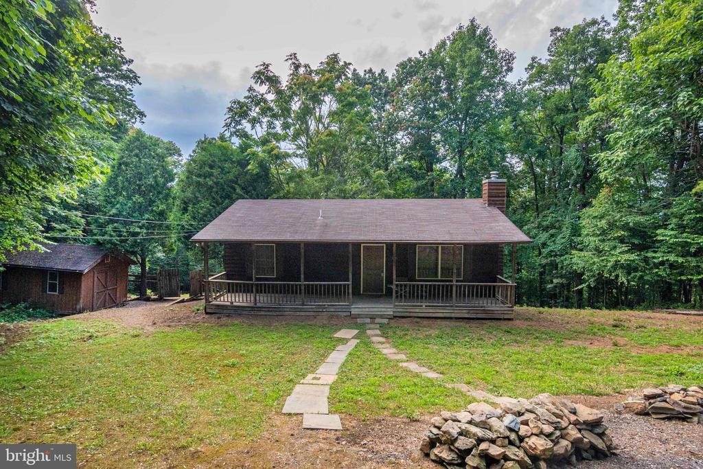 345 Long View Rd, Linden, VA 22642