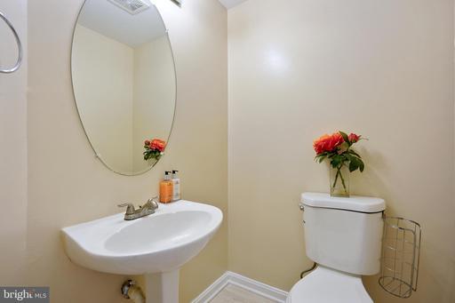 4085 Fountainside Ln Fairfax VA 22030