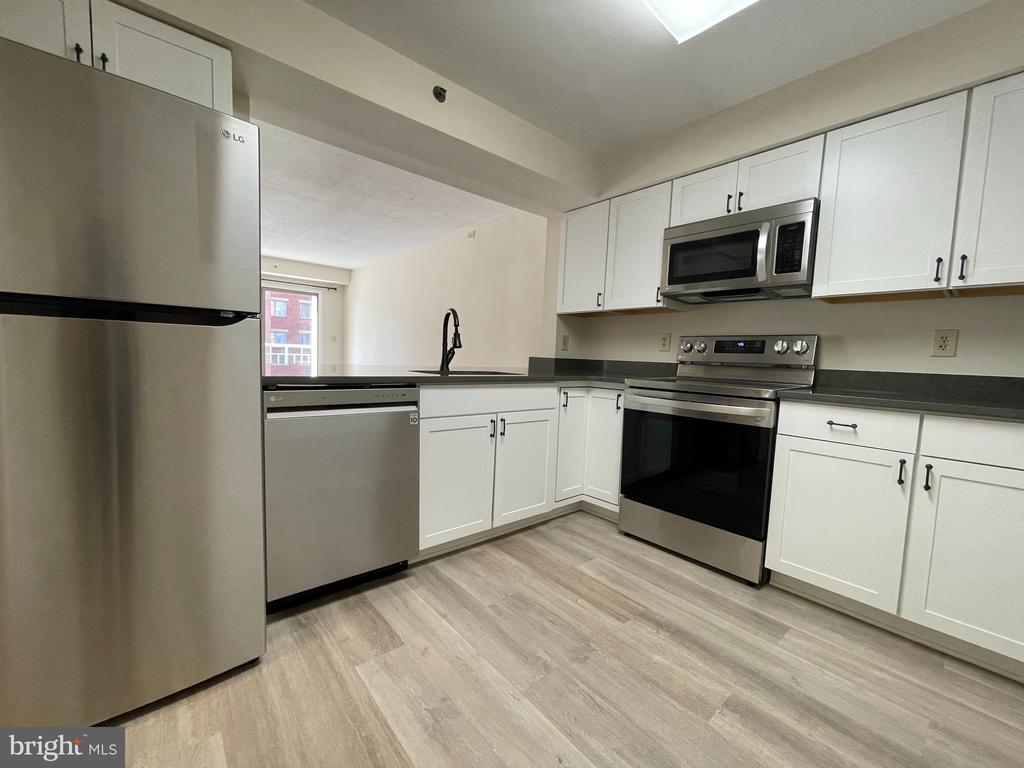 Photo of 610 N West St #205