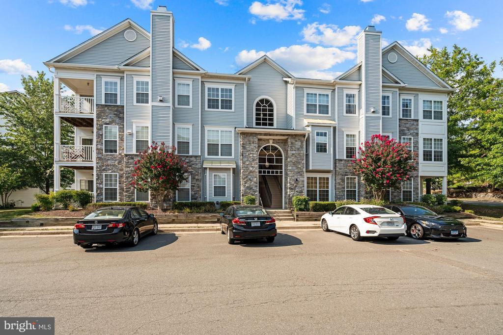 5963 Founders Hill Dr #103, Alexandria, VA 22310