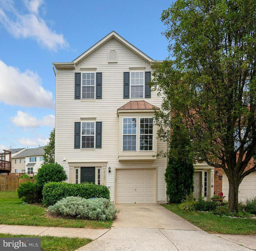 STUNNING TOWNHOME IN SOUGHT AFTER PEACE PLANTATION! NEW SS APPLIANCES AND PAINT. NEWER A/C UNIT, FRONT LOADING W/D. 9'CEILINGS, *HARDWOOD IN KIT, LR, DR & BREAKFAST AREA, *GRANITE COUNTERS, SS APPL, *GAS FIREPLACE W/MATEL *VAULTED CEILINGS IN MASTER BEDROOM W/DOUBLE VANITY, TUB & STAND-UP SHOWER AND TILED BATH FLOORS. PAVER PATIO/LL, BEAUTIFUL LARGE DECK. 1 CAR GAR. CLOSE TO SHOPS/IAD/Wiehle-Reston East. OPEN Sun 1-3PM